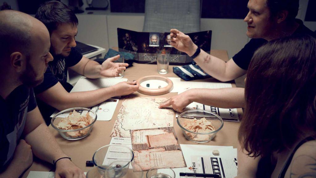 spielrunde dungeon world pen & paper rollenspiel